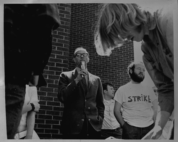 Image: Daryl Hagie speaking to Eastern Washington State College students demonstrating after the Kent State shooting